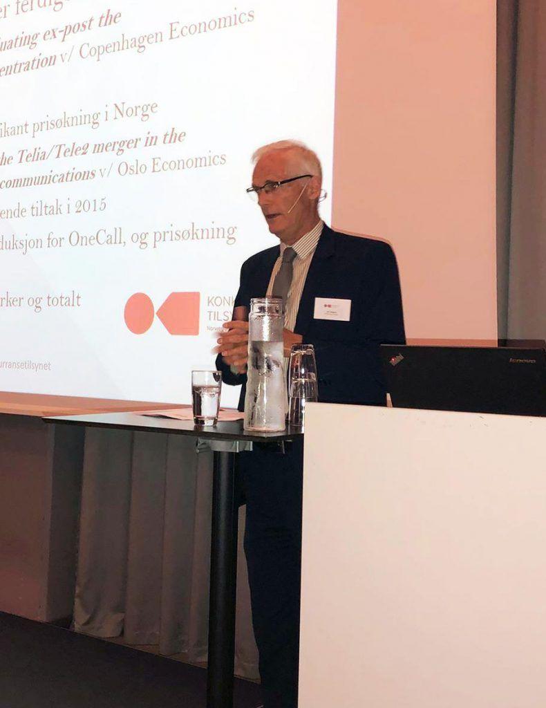 Bilde av konkurransedirektør, Lars Sørgård som holder en presentasjon.