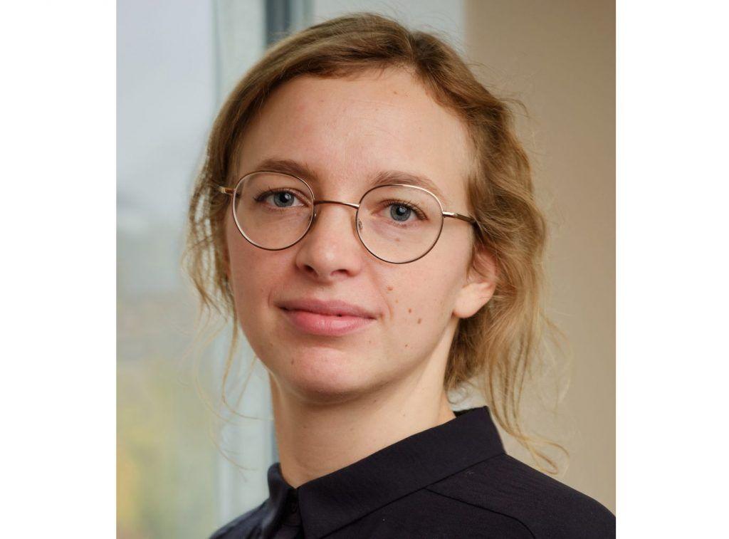 Portrettbilde av Inger Sommerfelt Ervik, økonom og seniorrådgiver i Konkurransetilsynet.